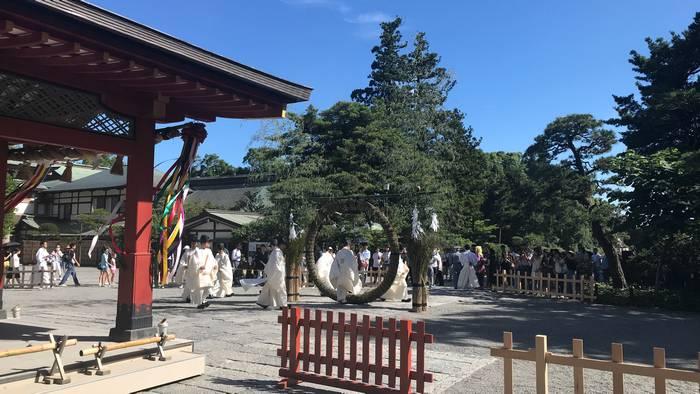 鶴岡八幡宮の茅の輪くぐり
